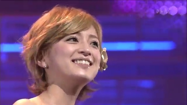 Ayumi hamasaki - Vogue (2000.12.02 Digital Dream Live).mp4_000038463.jpg